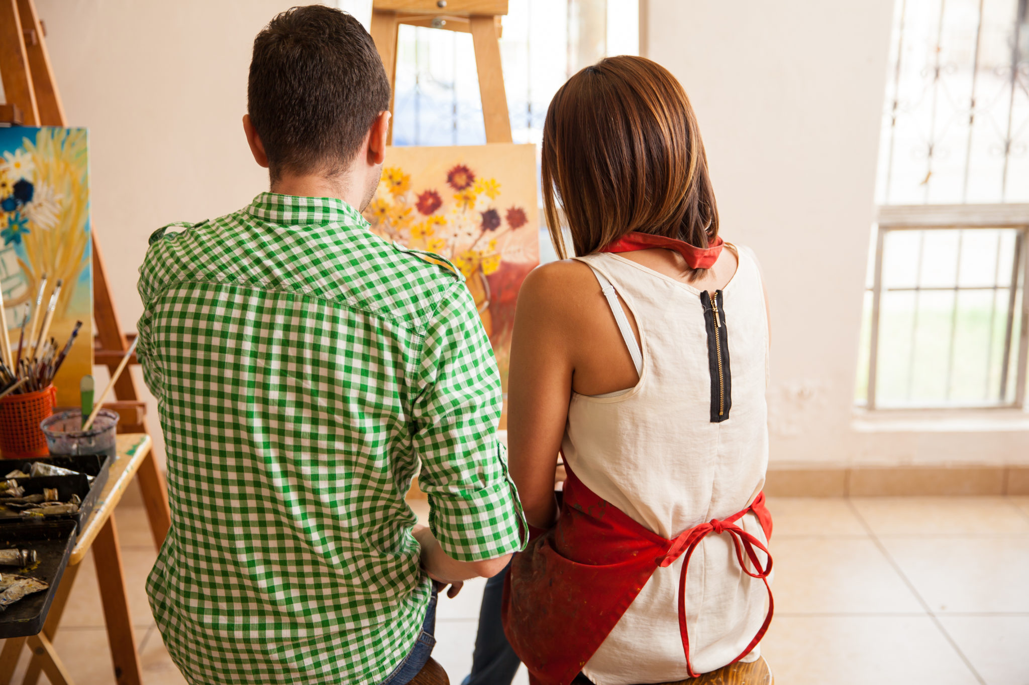 Couple painting on a canvas